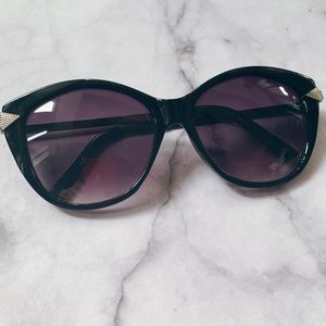 Accessories - Black sunglasses with metal detail